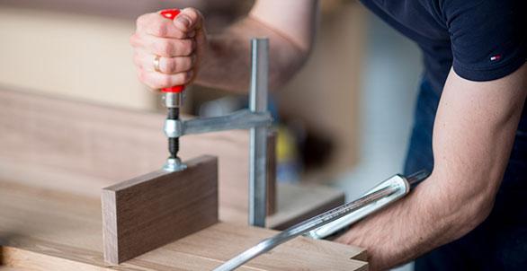 Handarbeit aus Holz
